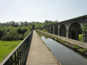 Walking along Chirk Aquaduct - I'm a few hundred feet up at this point!